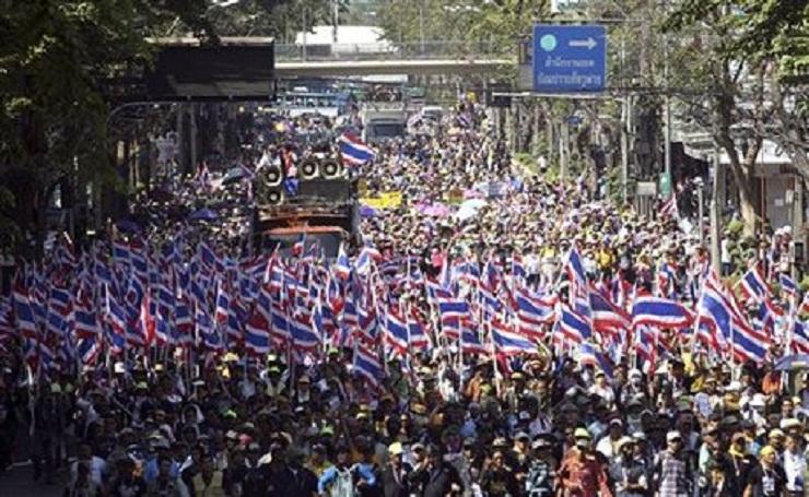 বিক্ষোভকারীদের থাইল্যান্ডের প্রধানমন্ত্রীর হুমকি