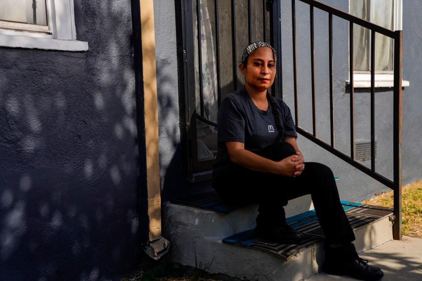 ক্যালিফোর্নিয়ার নিম্ন আয় ও বৈধ কাগজহীনরা পাচ্ছে ৬০০ ডলার প্রণোদনা ভাতা