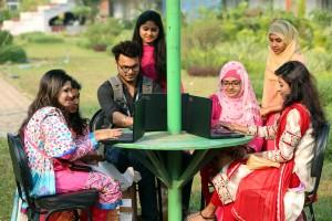 করোনাকালে শিক্ষার একমাত্র বাহন কম্পিউটার