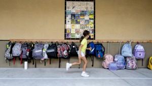 যুক্তরাষ্ট্রে নতুন শিক্ষাবর্ষের শুরুতে করোনায় রেকর্ড সংখ্যক শিশু আক্রান্ত